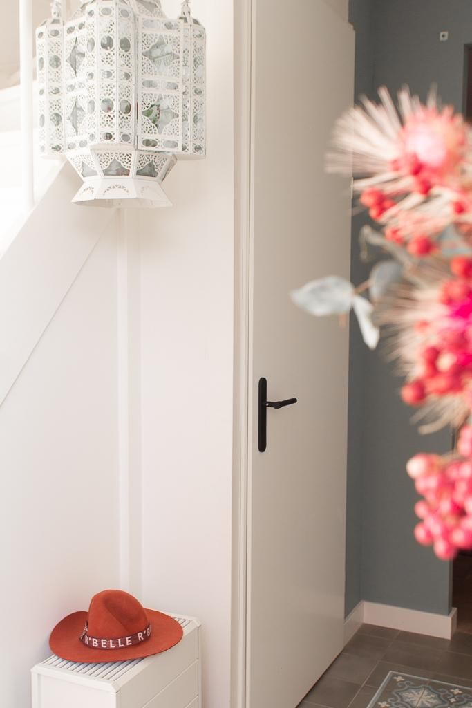 Hoe je een hal een nieuwe sfeer geeft met ander deurbeslag